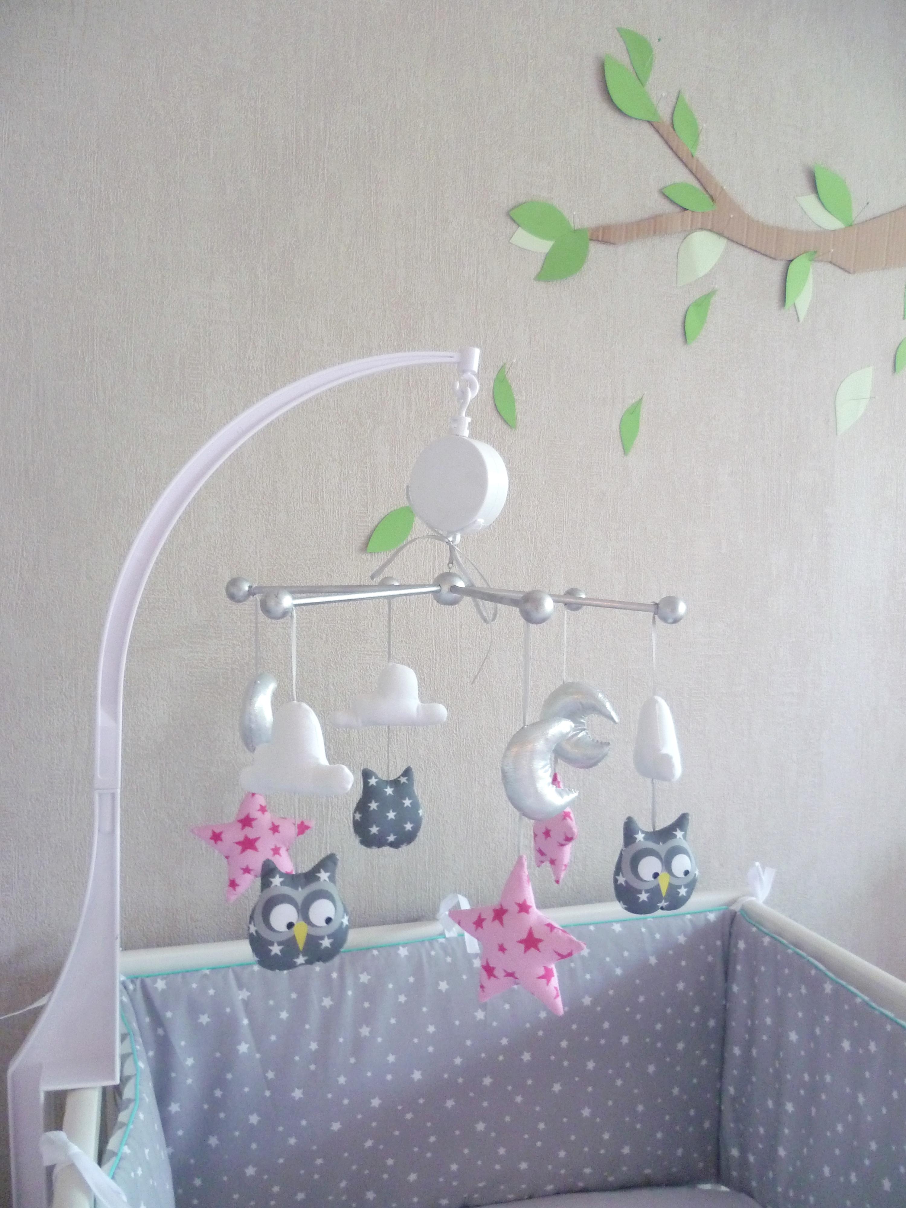 mobile b b birds hiboux gris rose guili gribouilli linge de lit et de d co pour enfant. Black Bedroom Furniture Sets. Home Design Ideas