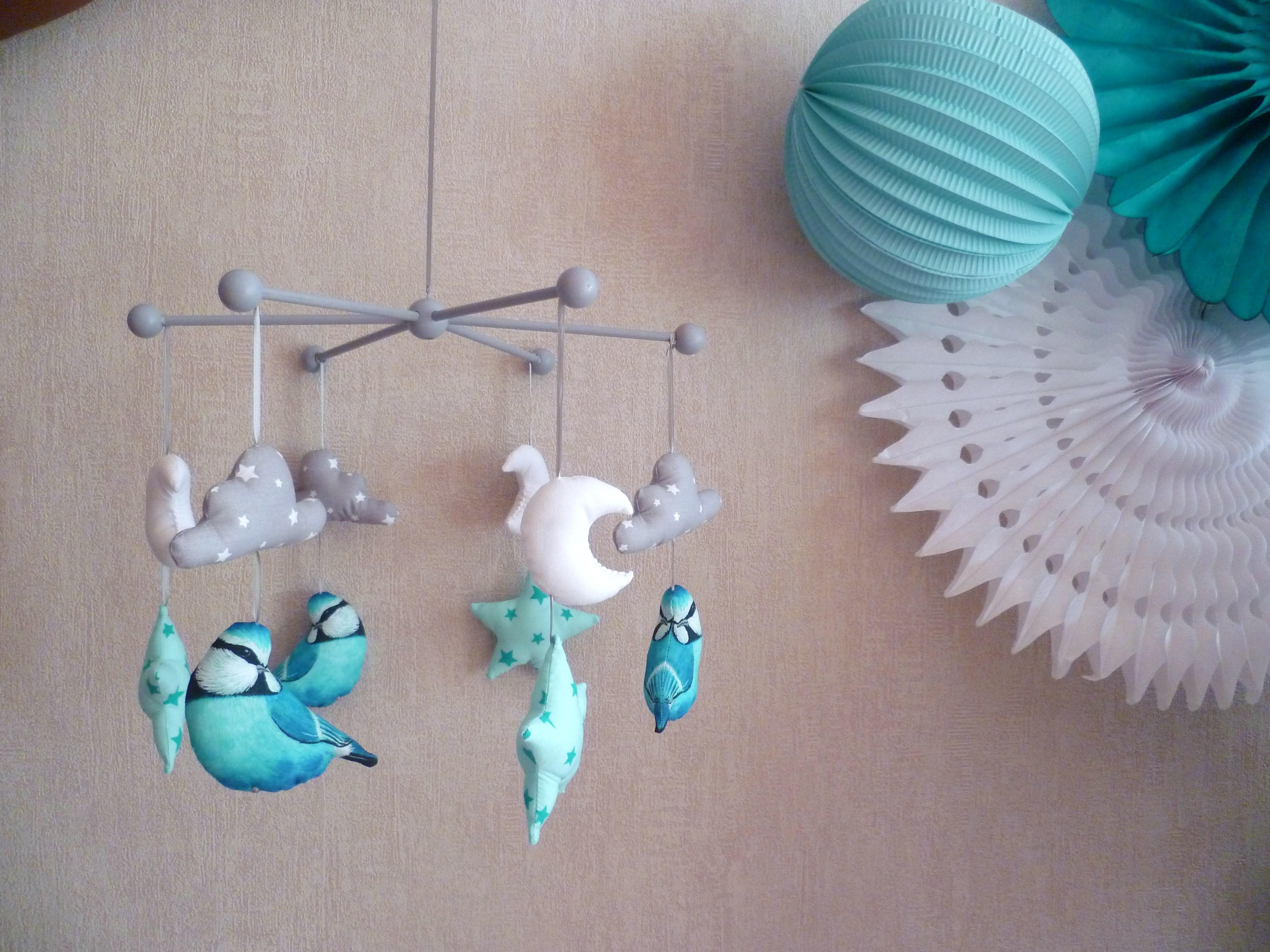 mobile b b m sange bleue guili gribouilli linge de lit et de d co pour enfant. Black Bedroom Furniture Sets. Home Design Ideas