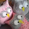 coussin hibou musical rose clair