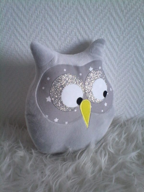 coussin hibou musical gris perle