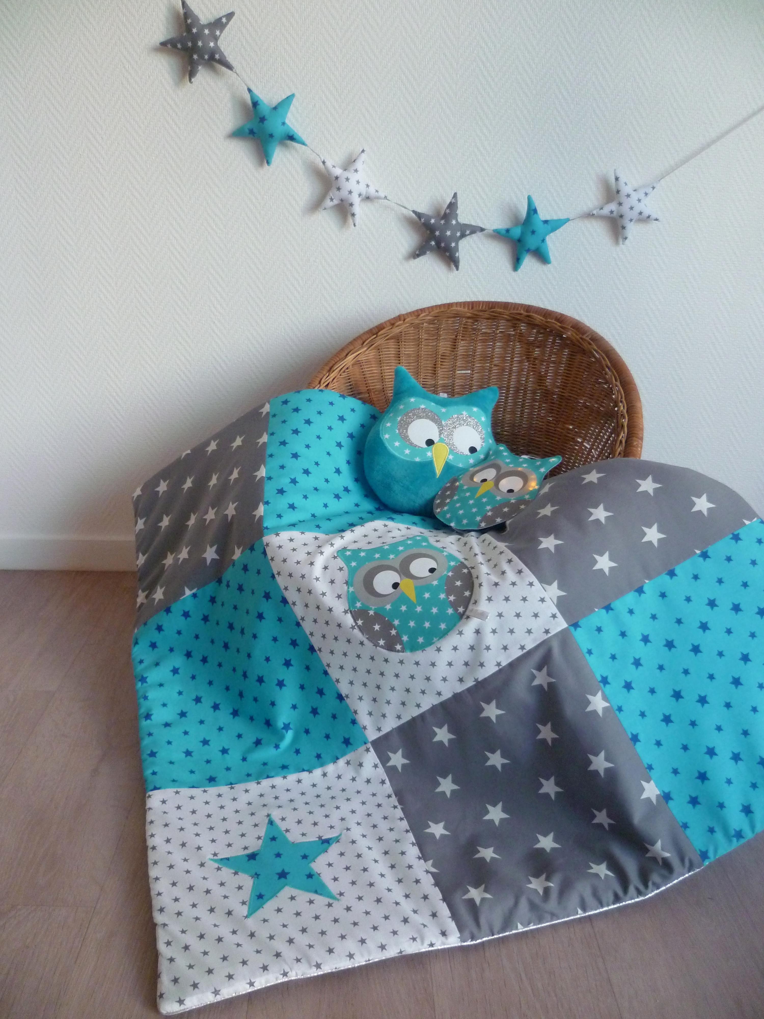 couverture hibou patchwork bleu guili gribouilli linge de lit et de d co pour enfant. Black Bedroom Furniture Sets. Home Design Ideas