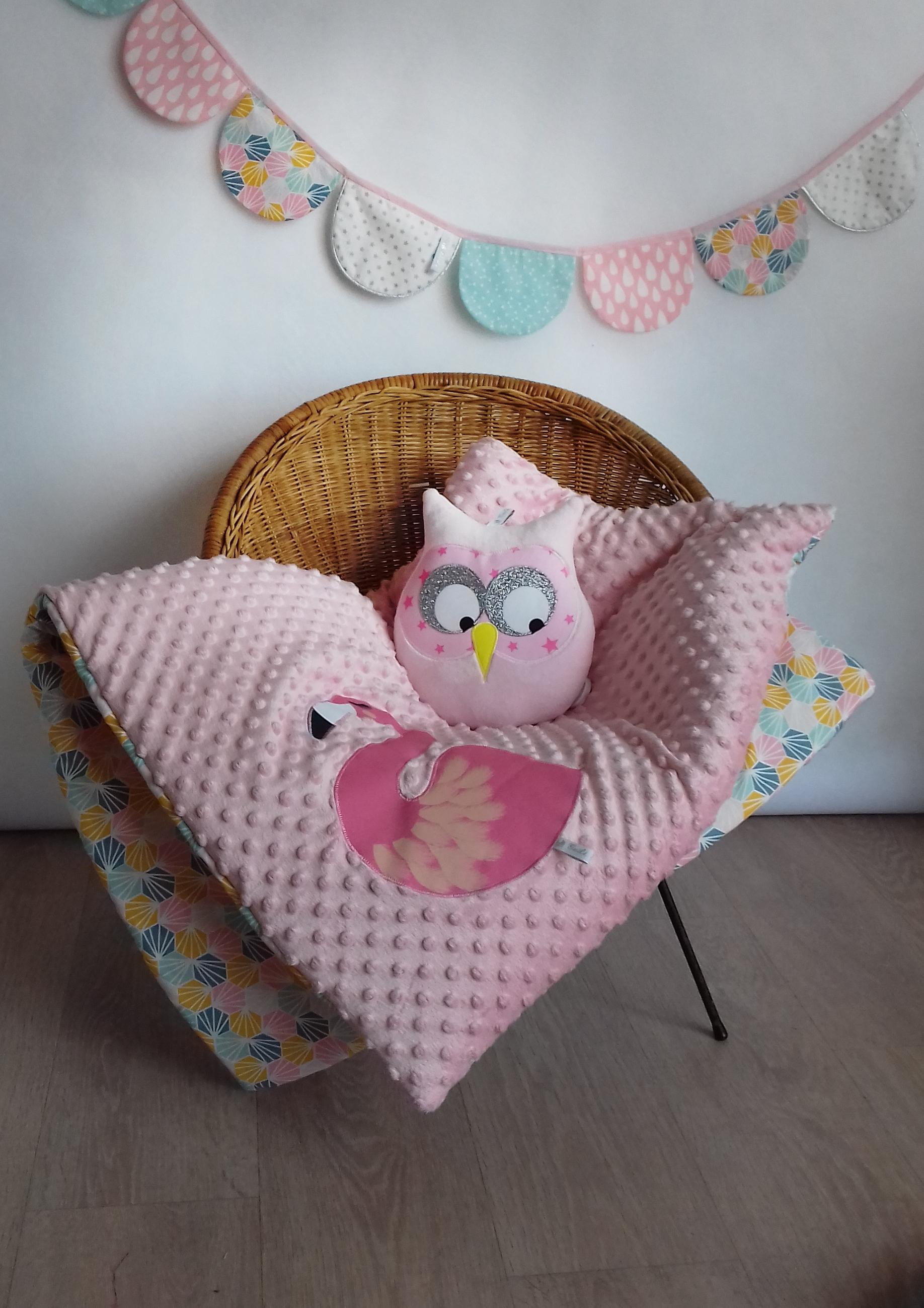 plaid flamant rose poudr guili gribouilli linge de lit et de d co pour enfant. Black Bedroom Furniture Sets. Home Design Ideas