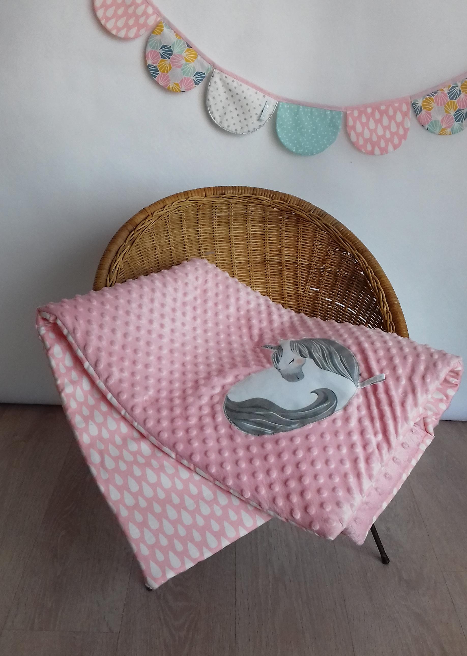 plaid licorne rose poudr guili gribouilli linge de lit et de d co pour enfant. Black Bedroom Furniture Sets. Home Design Ideas