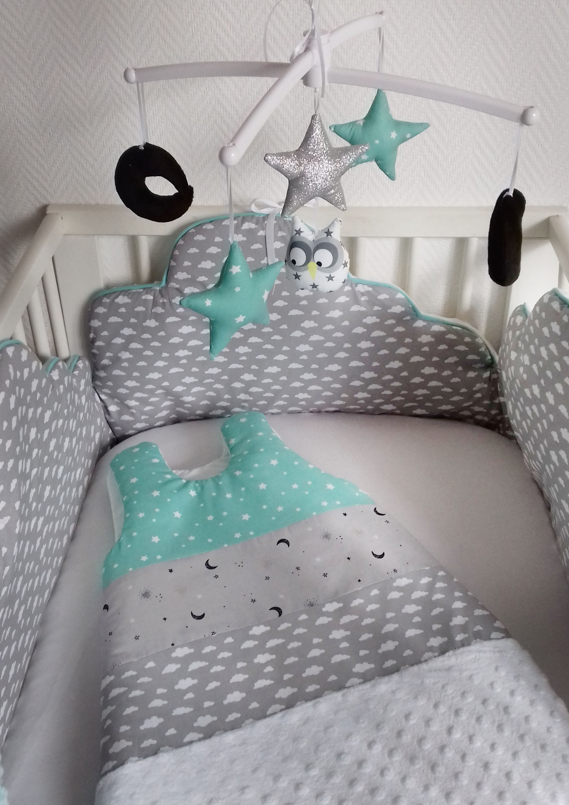 tour de lit et gigoteuse nuage menthe guili gribouilli linge de lit et de d co pour enfant. Black Bedroom Furniture Sets. Home Design Ideas