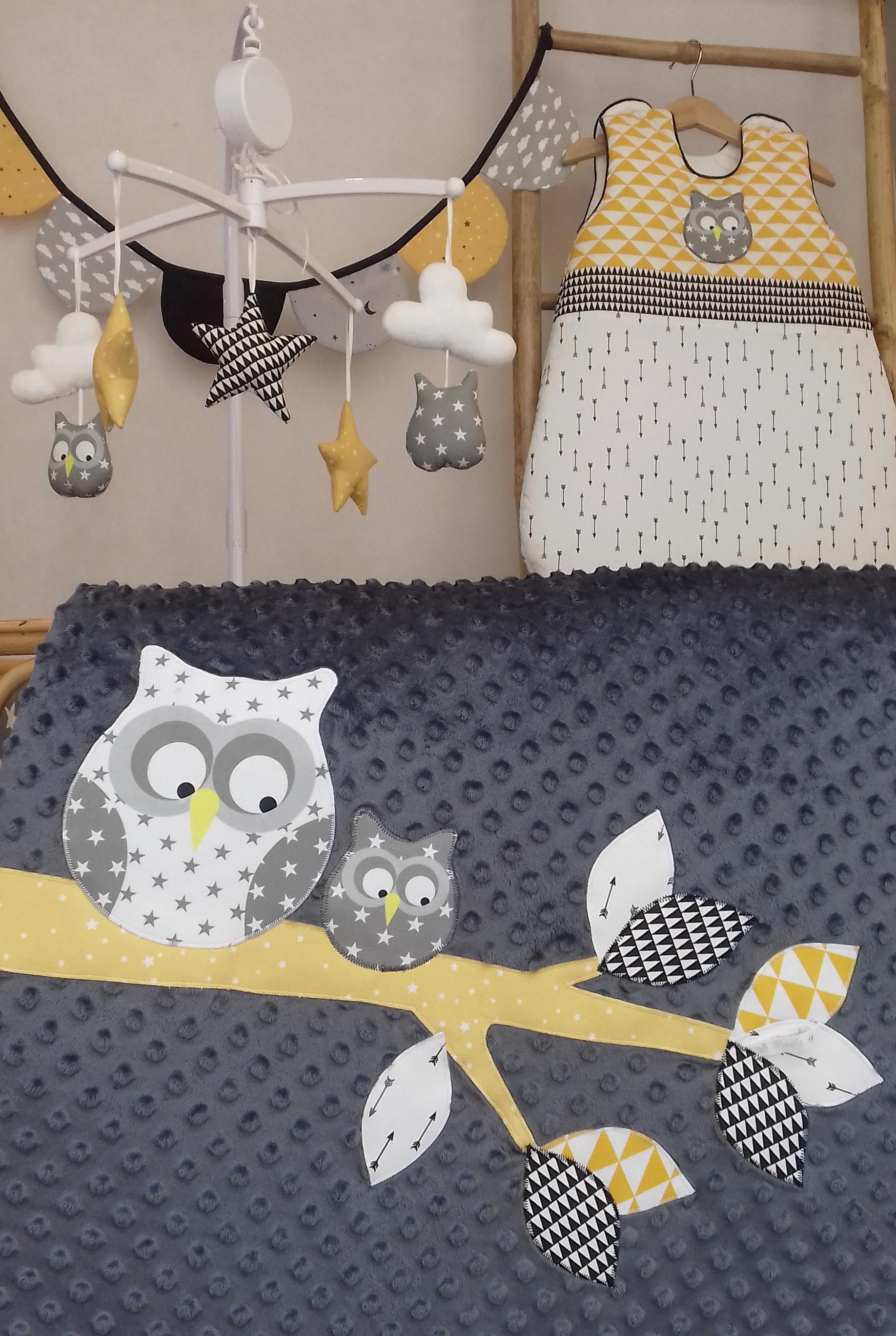 plaid hibou sur sa branche coloris gris jaune blanc guili gribouilli linge de lit et de d co. Black Bedroom Furniture Sets. Home Design Ideas