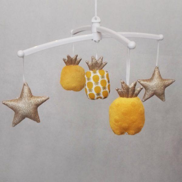 mobile bébé ananas jaune d'or