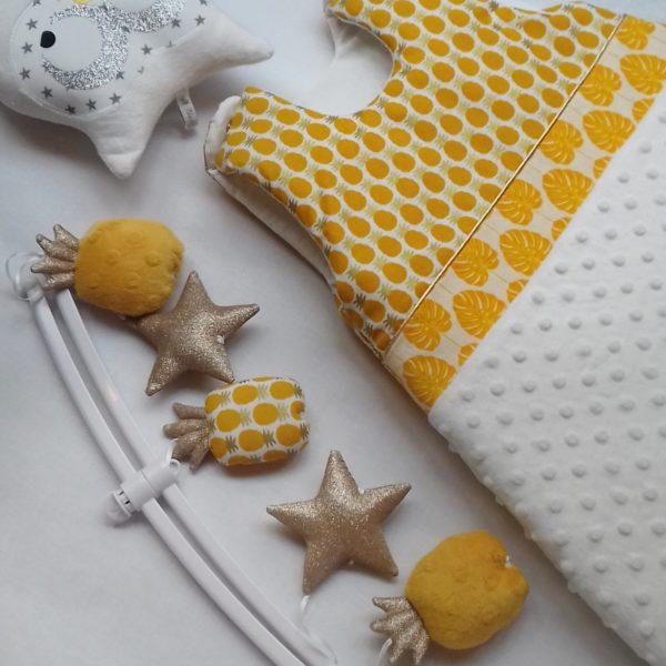 gigoteuse bébé ananas jaune d'or