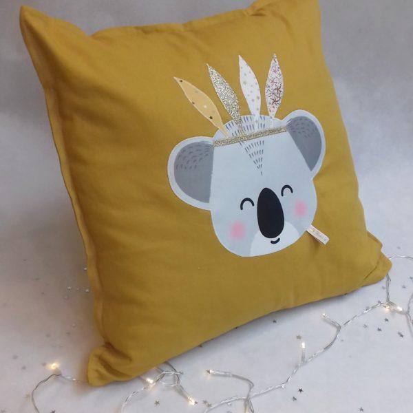 coussin koala moutarde