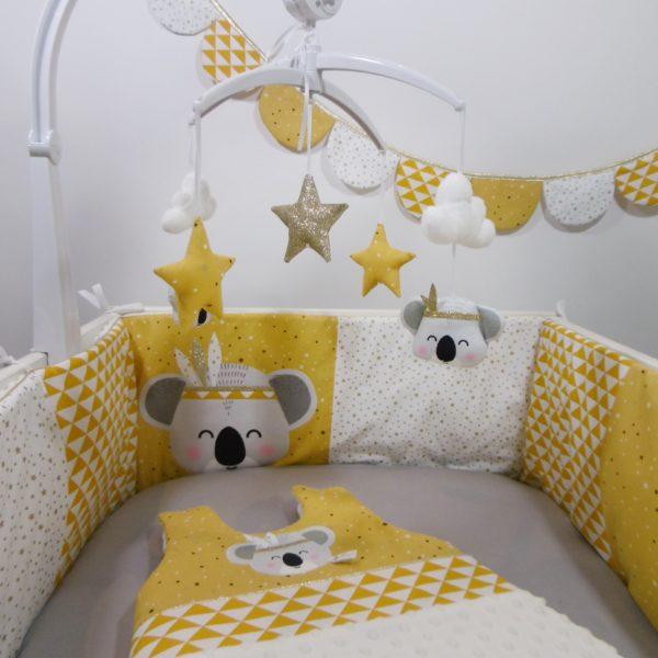 tour de lit et gigoteuse koala indien moutarde
