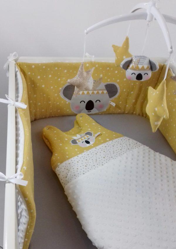 tour de lit et gigoteuse koala moutarde
