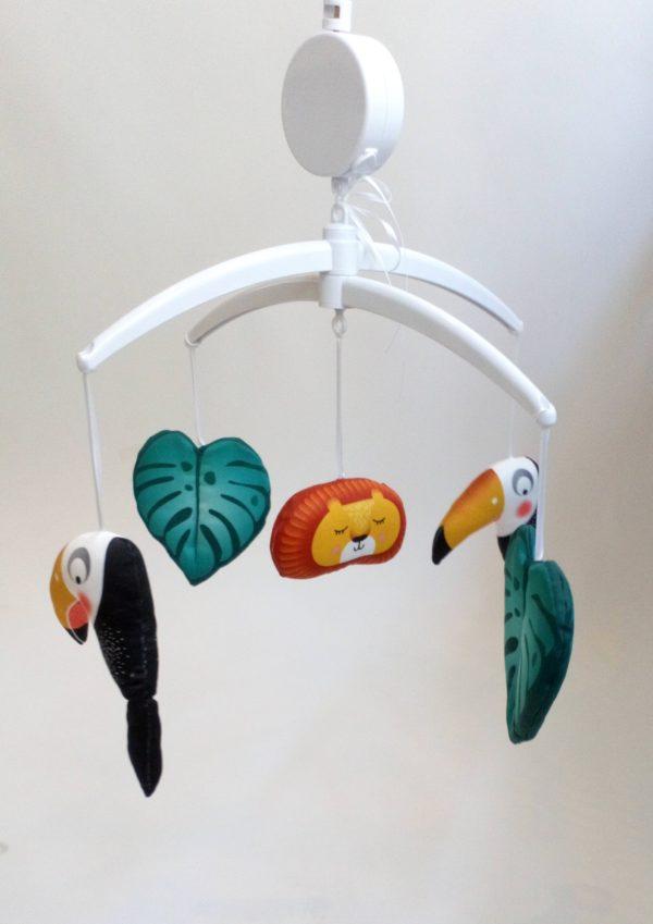 mobile bébé jungle lion toucan